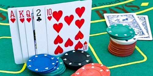 Giocare a Poker: cosa sono i tornei freeroll?