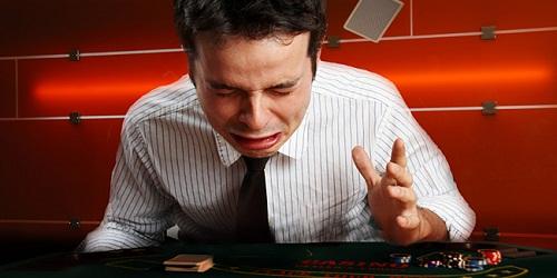 Strategie Poker: impara a controllare le emozioni